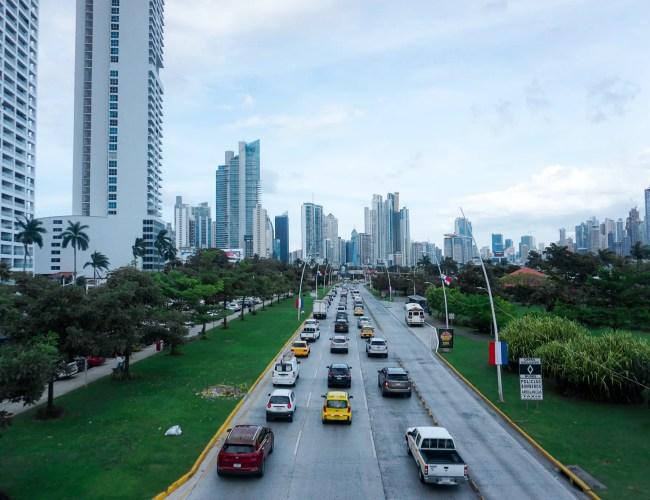 Photo qui montre la ville de Panama City et ses buildings