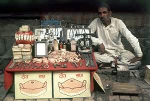 Roadside dentist in India
