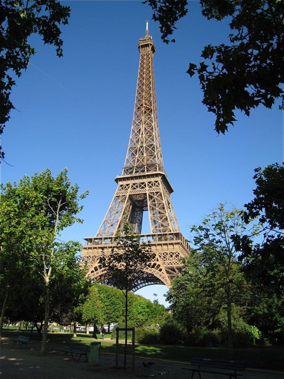 5 Places to go-Eiffel Tower