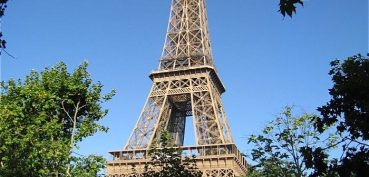 Places to go-Eiffel Tower