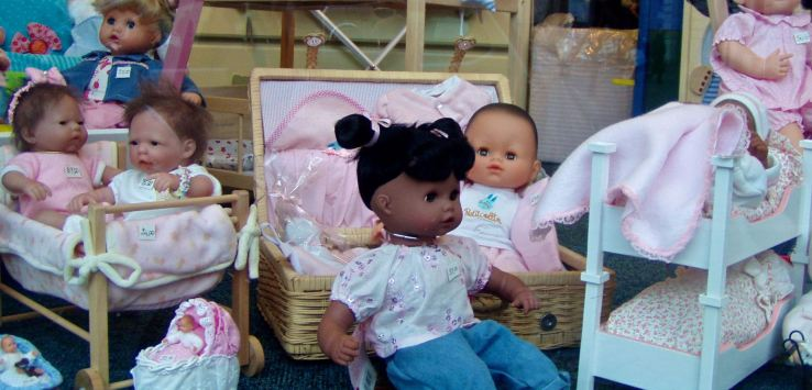 Window shopping: Realistic dolls in Rome