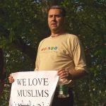 Street performers-London-Jewish man supports Muslims