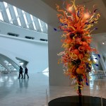Milwaukee Art Museum: Chihuly glasswork is seen in the main entry, although museum staff has tried it in several places. (Photo credit: Suzanne Ball. All rights reserved.)