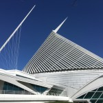 Milwaukee Art Museum: Architect Santiago Calatrava designed MOM to resemble a ship. Given its location on the Lake Michigan waterfront, his idea was brilliant. (Photo credit: Suzanne Ball. All rights reserved.)