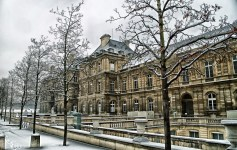 Off-season travel: Who can resist Paris in the winter? (Photo credit: Pixabay)