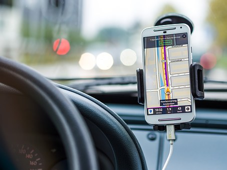 Road trip apps let you relax, enjoy the scenery, and sing out loud to your favorite songs. No more wondering where you are and when you will arrive. More fun, less frustration! (Photo credit: Pixabay)