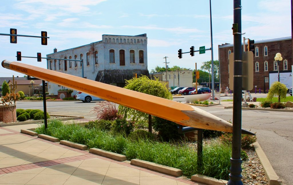 Casey, Illinois features a 32-foot-long pencil!