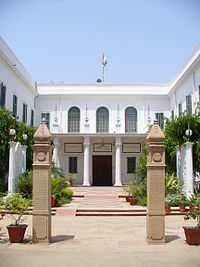 https://upload.wikimedia.org/wikipedia/commons/thumb/9/97/Birla_HouseGandhi_Smriti%2C_New_Delhi.jpg/200px-Birla_HouseGandhi_Smriti%2C_New_Delhi.jpg