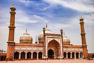 https://upload.wikimedia.org/wikipedia/commons/thumb/a/a4/Jama_Masjid_-_In_the_Noon.jpg/320px-Jama_Masjid_-_In_the_Noon.jpg