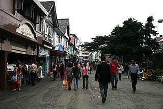 https://upload.wikimedia.org/wikipedia/commons/thumb/d/d6/The_mall_road_shimla.JPG/320px-The_mall_road_shimla.JPG