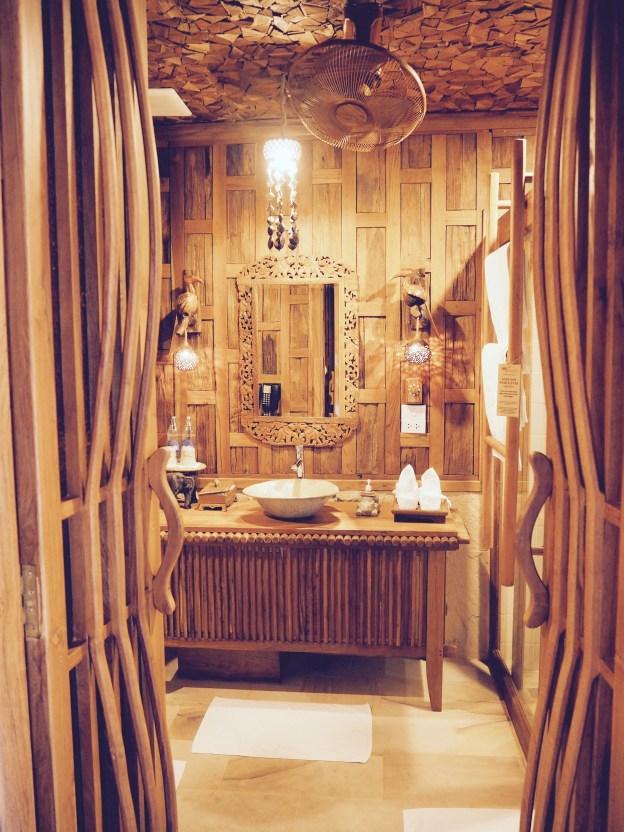 The gorgeous bathroom