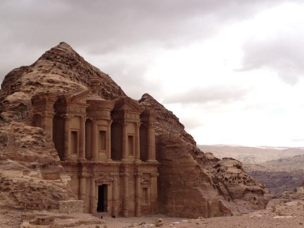 https://i1.wp.com/travelsofadam.com/wp-content/uploads/2016/05/petra-amazing-620x465.jpg