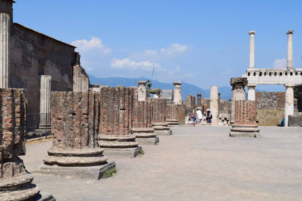 The ruins of Pompeii. 2 Weeks In Italy www.travelsofjenna.com/2-weeks-in-italy