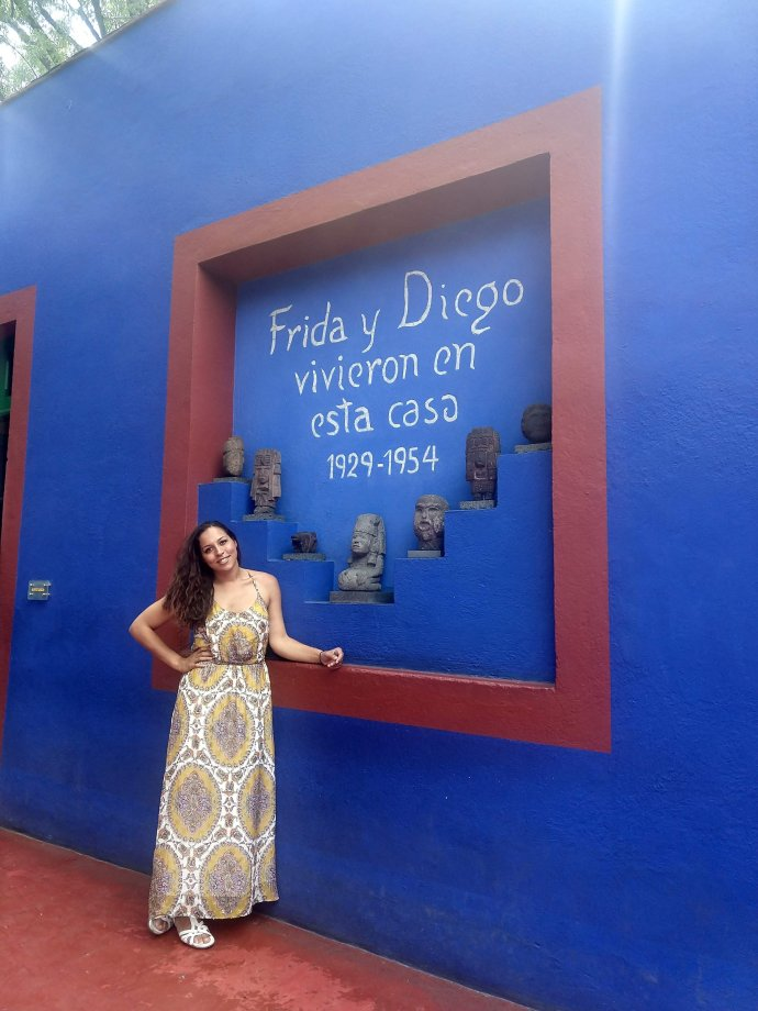 Sarah Fay Travel blogger in front of Entrance to Frida Kahlo's Museum in Mexico City