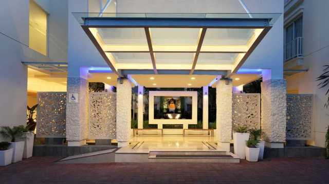 Holiday Inn Express Bali Kuta Square Lobi Hotel
