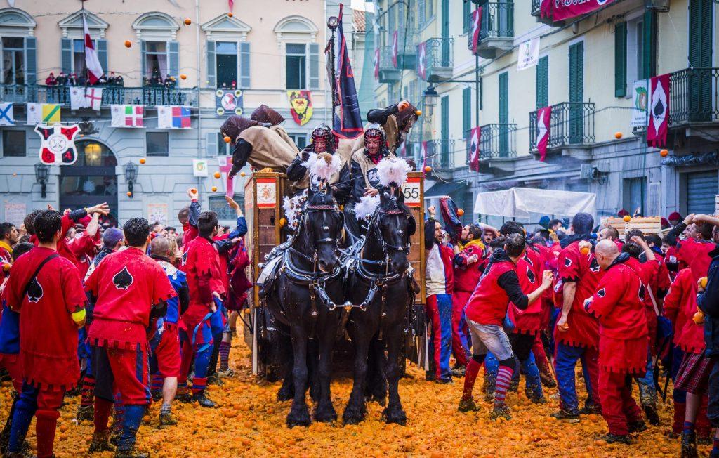 Festival più strani e bizzarri al mondo: carnevale di ivrea battaglia delle arance