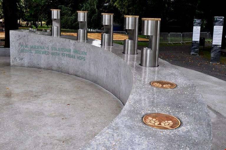 Megnyitották Európa első sörszökőkútját Szlovéniában