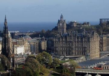 edinburgh castle scotland travel blog