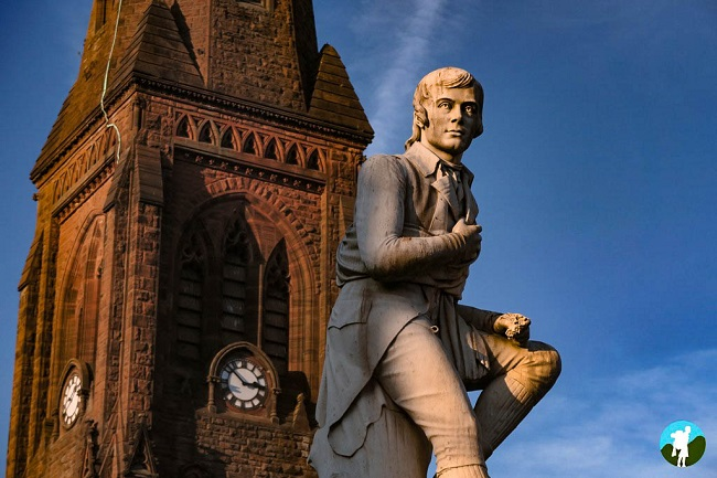 robert burns in dumfries statue