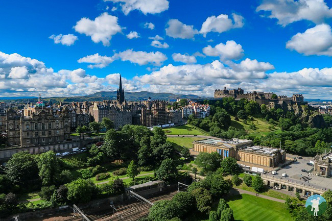 edinburgh castle and old town from scott monument