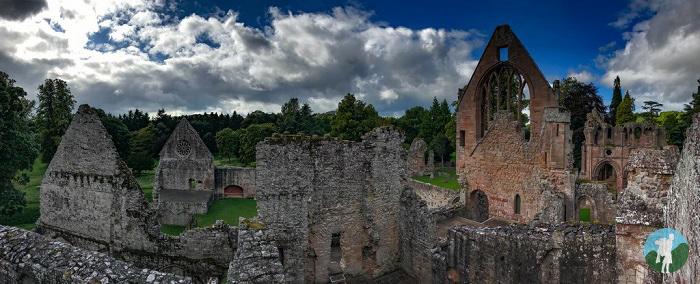 dryburgh abbey ruins