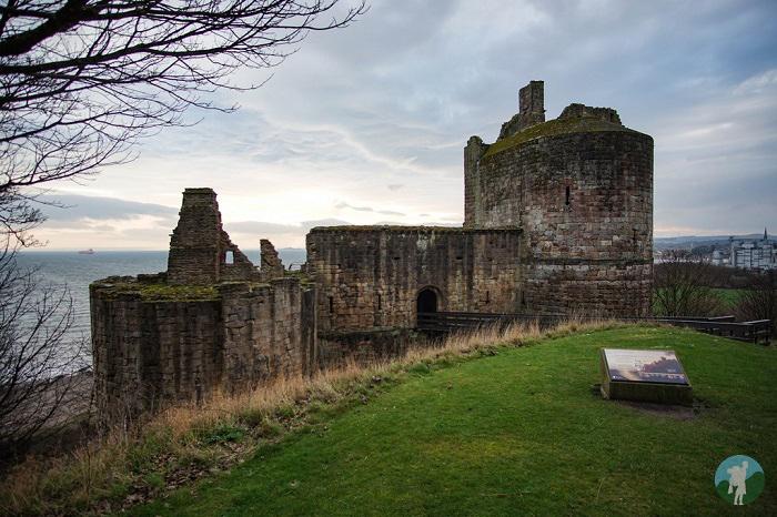 fife coast ravenscraig castle