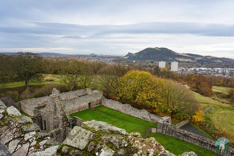 view craigmillar castle edinburgh