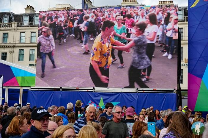 crowds coronavirus scotland travel
