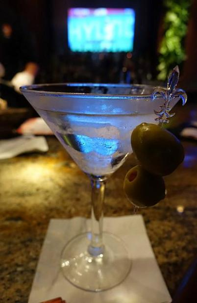 1.1434118989.4-dollar-happy-hour-martini-atmoonfish-amazing