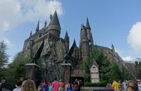 1.1434217730.hogsmead-village-with-hogwart-s-school