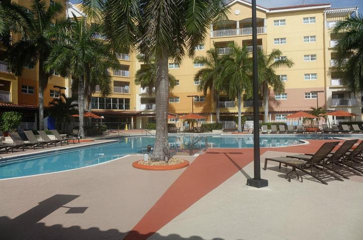 1.1435773099.pool-area-at-the-marriott-doral