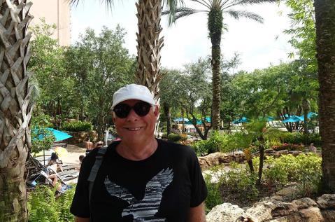 1.1436647168.bob-at-the-pool