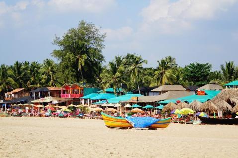 5.1452880882.colourful-beach-huts-patnem-beach