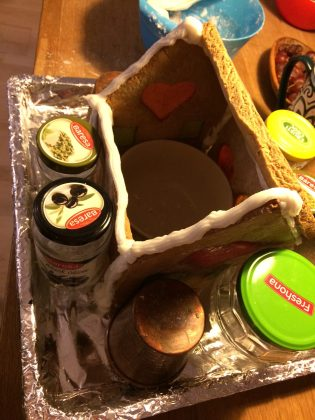 Make sure you prop up the sides of your gingerbread house with jars, mugs and bowls