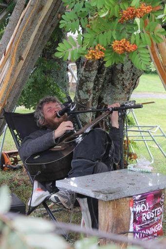 Talented busker wows the festival goers at Urkult 2019