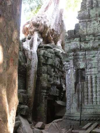 Alleyway in Angkor Wat between temples