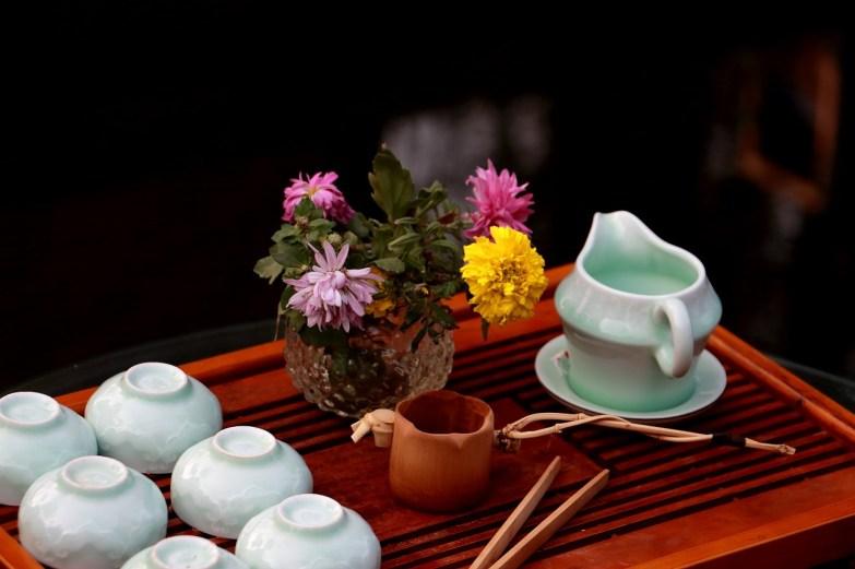 Asian tea set can hide a scam.
