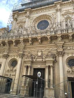 Lecce church is an explosion of masonry