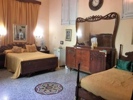 Bedroom in a Santiago casa particular