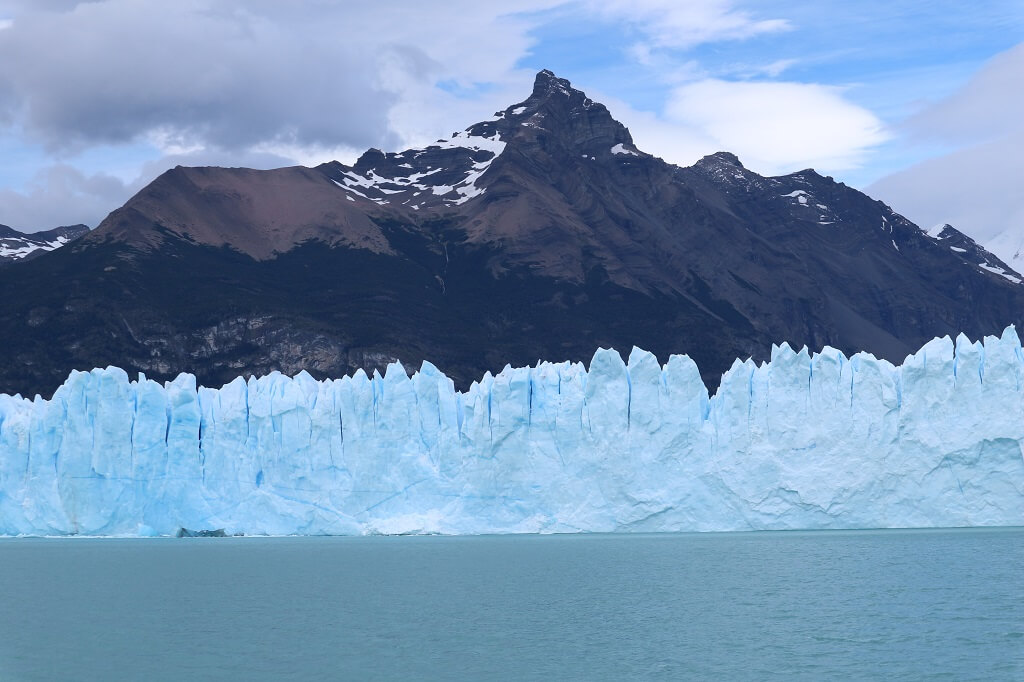 Perito Moreno glscier tours view from boat provided by Perito Moreno Glacier tours