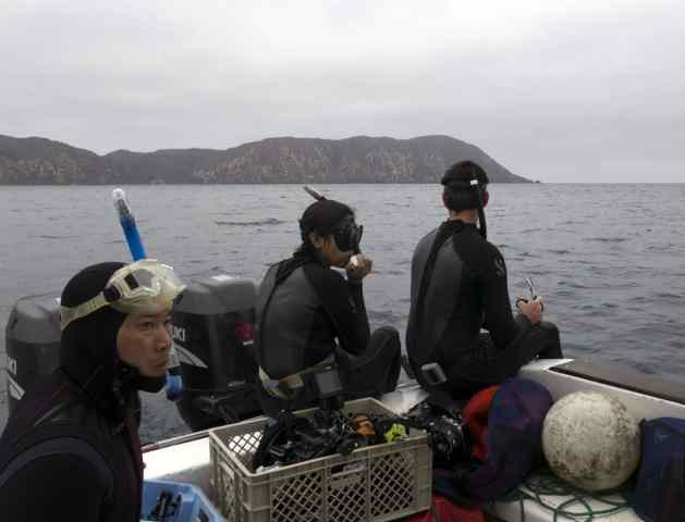 Larry, Andrea and Janneman, waiting for the whale to surface again.