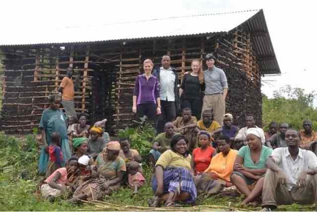 Mudding-a-hut-Uganda-2013