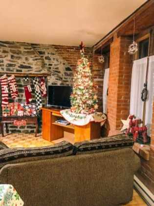 How to decorate your Airbnb for Christmas