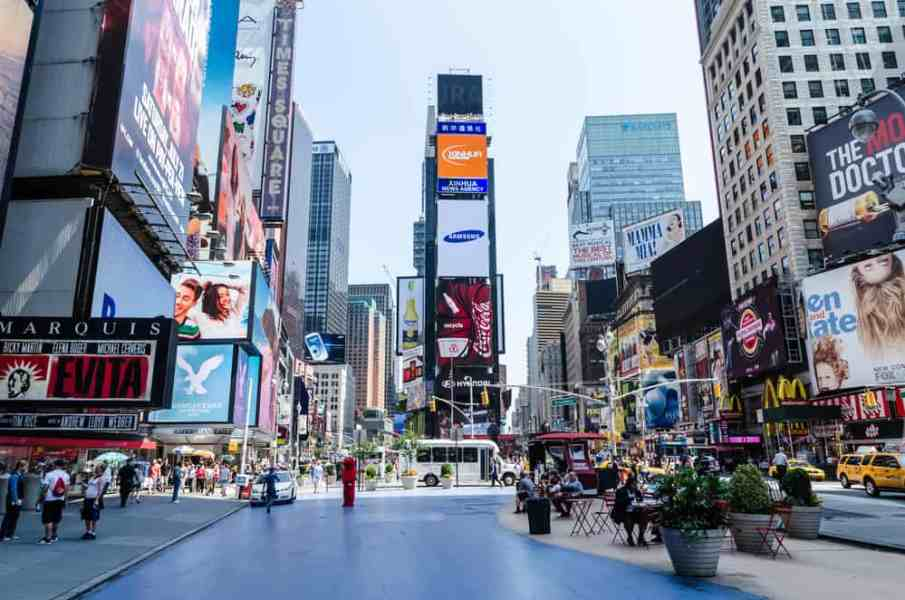 Where to Stay in NYC! Find what neighborhood is perfect for you and what there is to see and do in each neighborhood. #nyc #nychotels