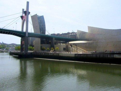 Bilbao spider outside Guggenheim Museum