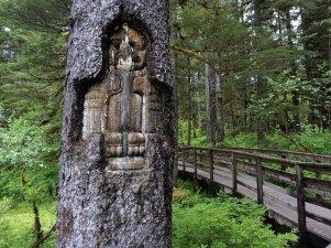 Glacier Bay Lodge boardwalk and totem pole