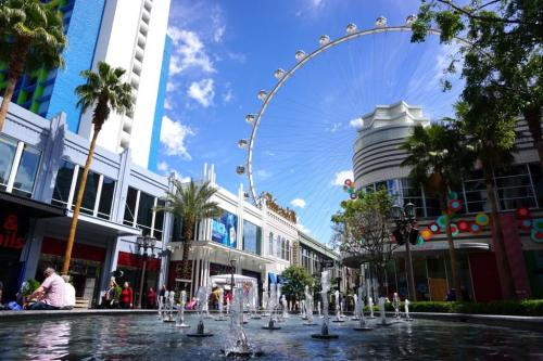 Outdoor shopping places to visit Vegas