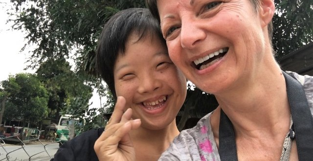 Random acts of kindness young woamn greets tourist in Vietnam