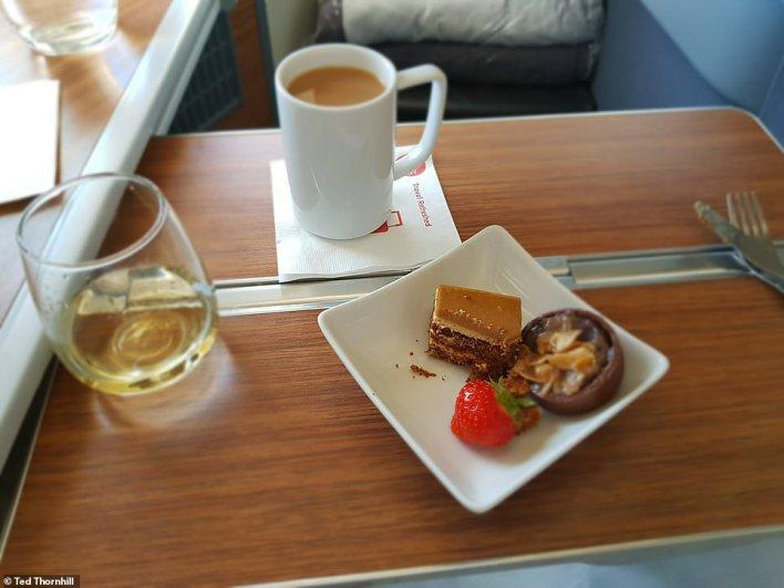 بالصور : مقصورة درجة رجال الاعمال في اكبر شركة طيران بالعالم 10