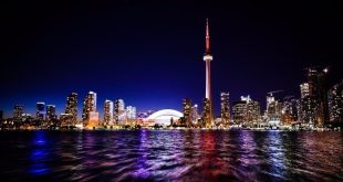 Download your personal tour guide for Toronto